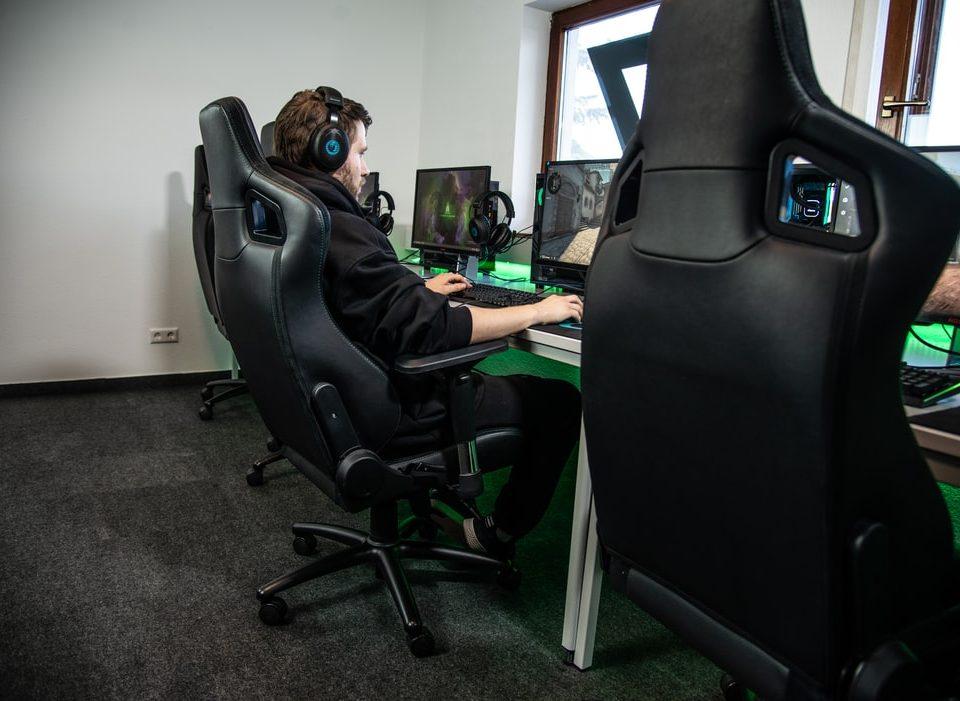 Cum alegi scaunul de gaming