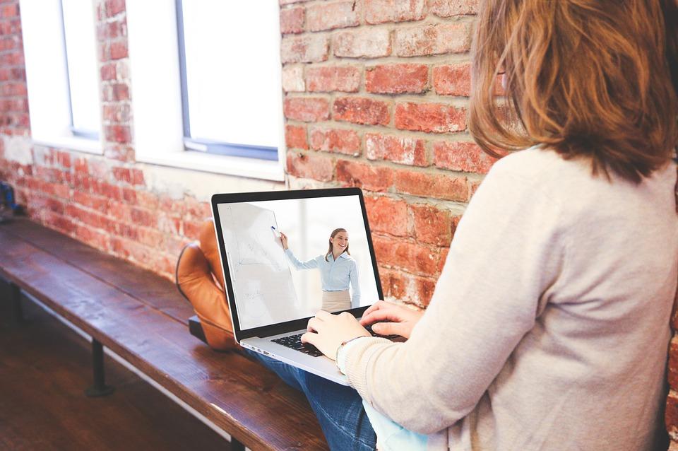 Munca de acasă: 3 moduri de a-ţi menţine angajaţii productivi